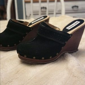 Black leather Steve Madden slide clogs. Size 7